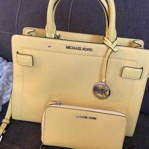 NWOT MICHAEL Kors purse and matching wallet